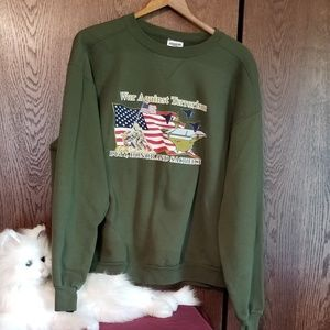 Jerzees green sweatshirt patriot design